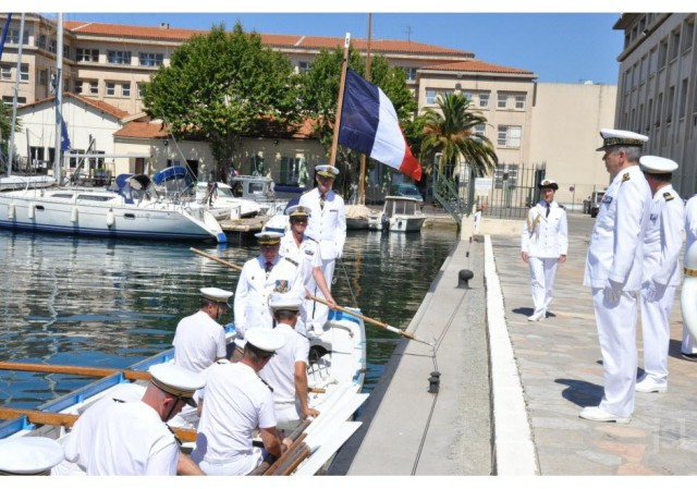 le-depart-du-vae-yves-joly-par-voie-maritime-une-tradition-1468864477