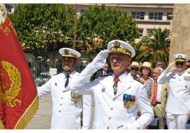 le-vice-amiral-d-escadre-(vae)-charles-henri-leulier-de-la-faverie-du-che-a-pris-ses-fonctions-lundi-a-toulon-il-succede-au-vae-yves-joly-photos-laurent-bollet-1468864476